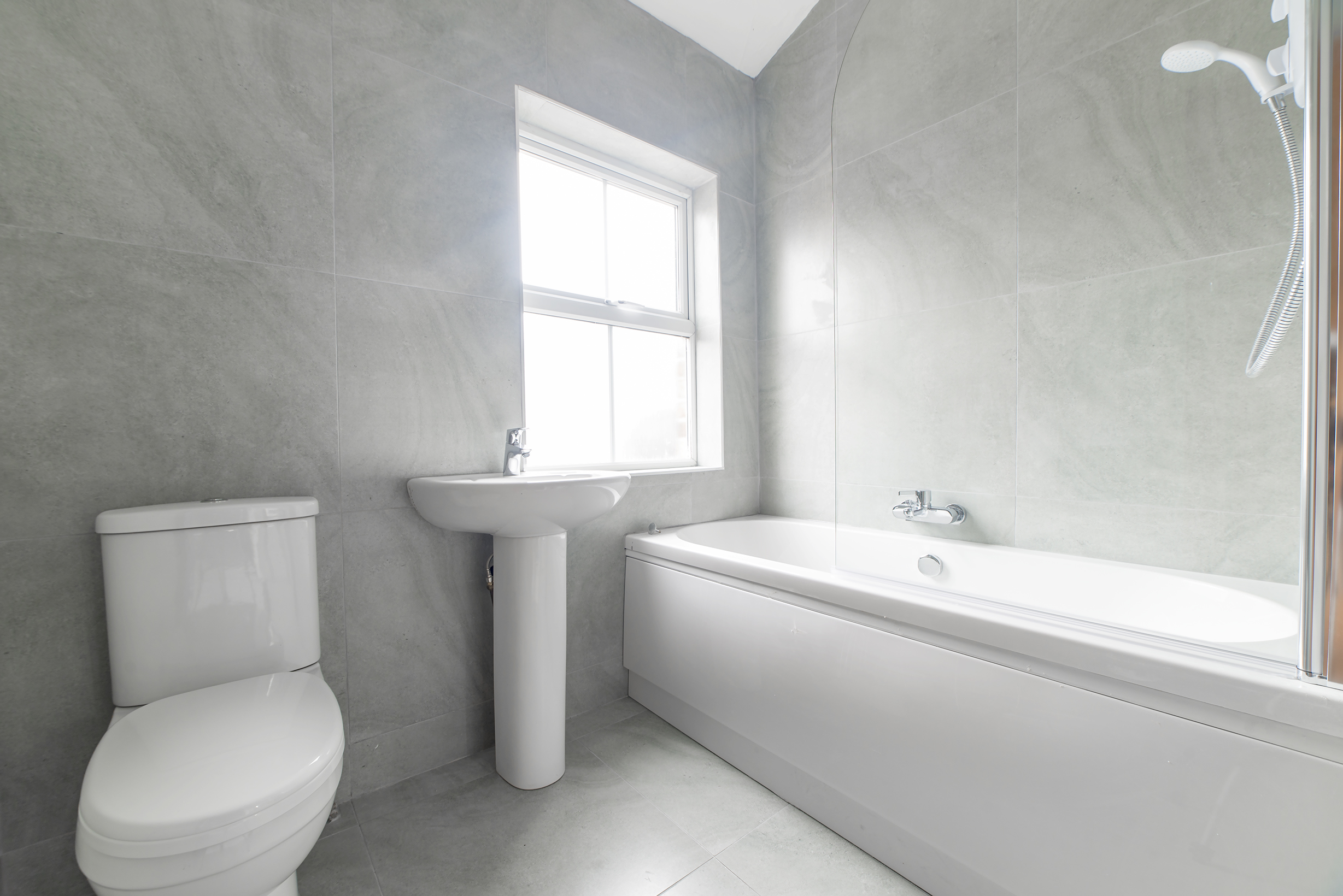 69 st ives road house manchester for Bathroom 94 percent